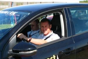 Tom Kristensen og Shell PR-fyr og passioneret Liverpoolfan Steve Shea - på vej ud på økoafklapsningen af blogejeren...