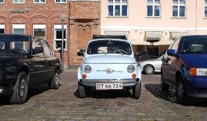 Den fylder ikke meget i bybilledet og parkering er en af bilens største og eneste forcer...