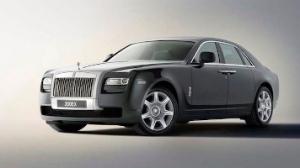 Den nye Rolls Royce Ghost sætter skub i tingene på fabrikken i Goodwood. Pragtfuld at gamle penge og hip hopperne holder gang i hjulene...