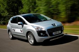 Peugeot 3008 Hybrid4 kombinerer 4WD, oceaner af overskud og økologisk korrekthed i en og samme bil. Godt gået Peugeot...
