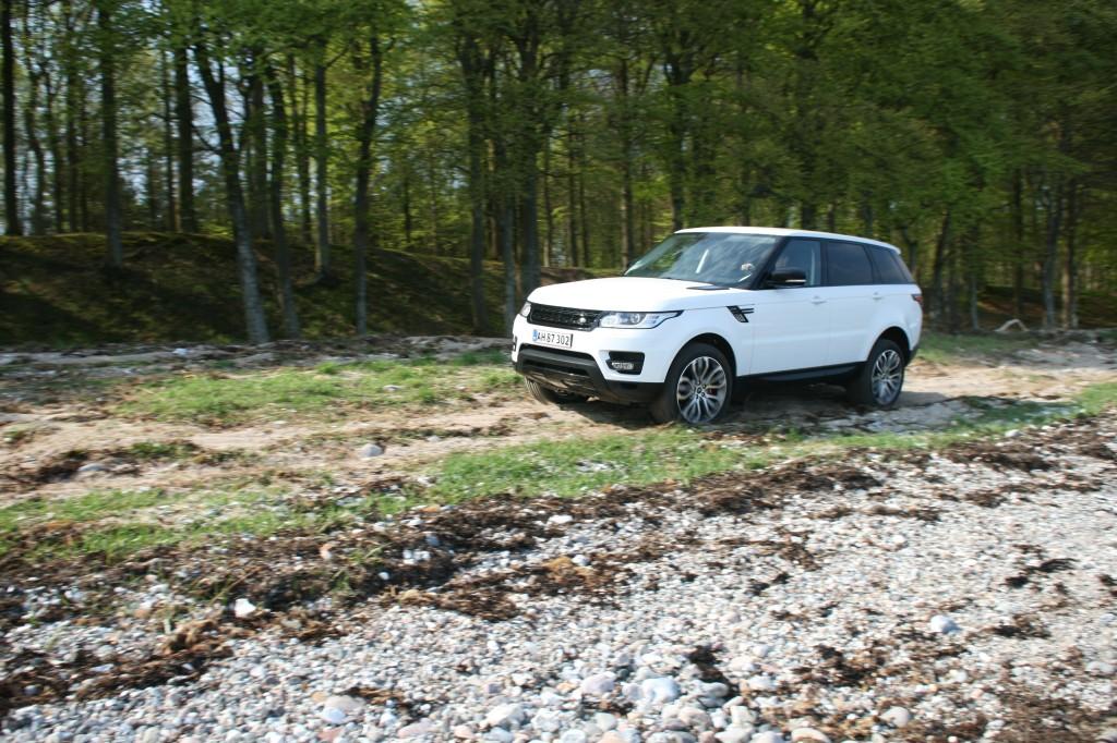 Range Rover Sport på stranden på vej op i terrænet. Min favorit blandt de tre...