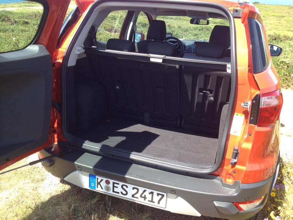 Den store sidehængslede bagklap, vil være umulig at åbne, hvis bilen er parkeret i en almindelig parallelparkeringsbås