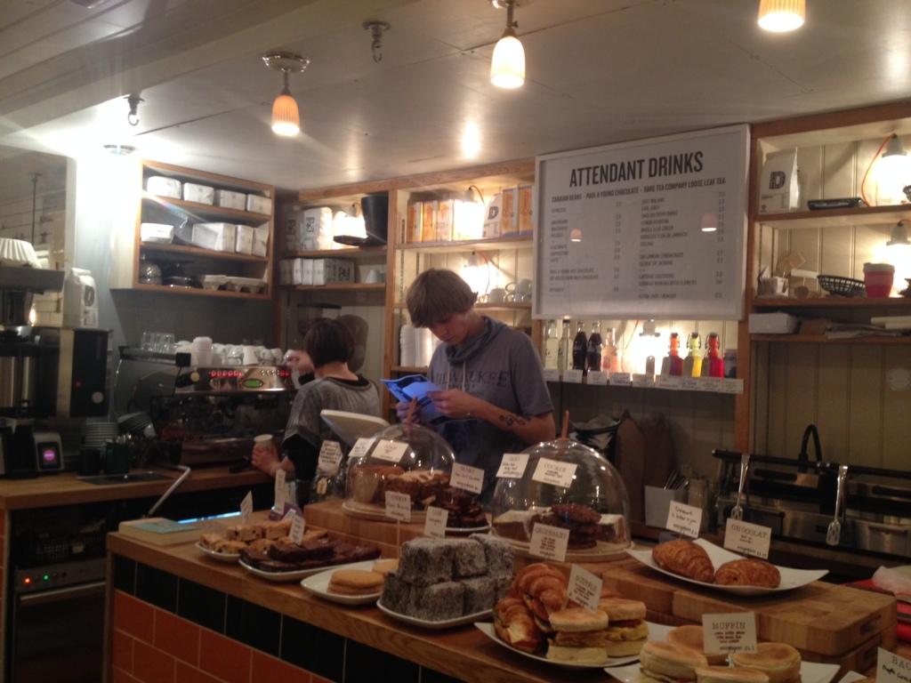 Masser af bagværk og god kaffe. I like... (Foto: Henrik Dreboldt)