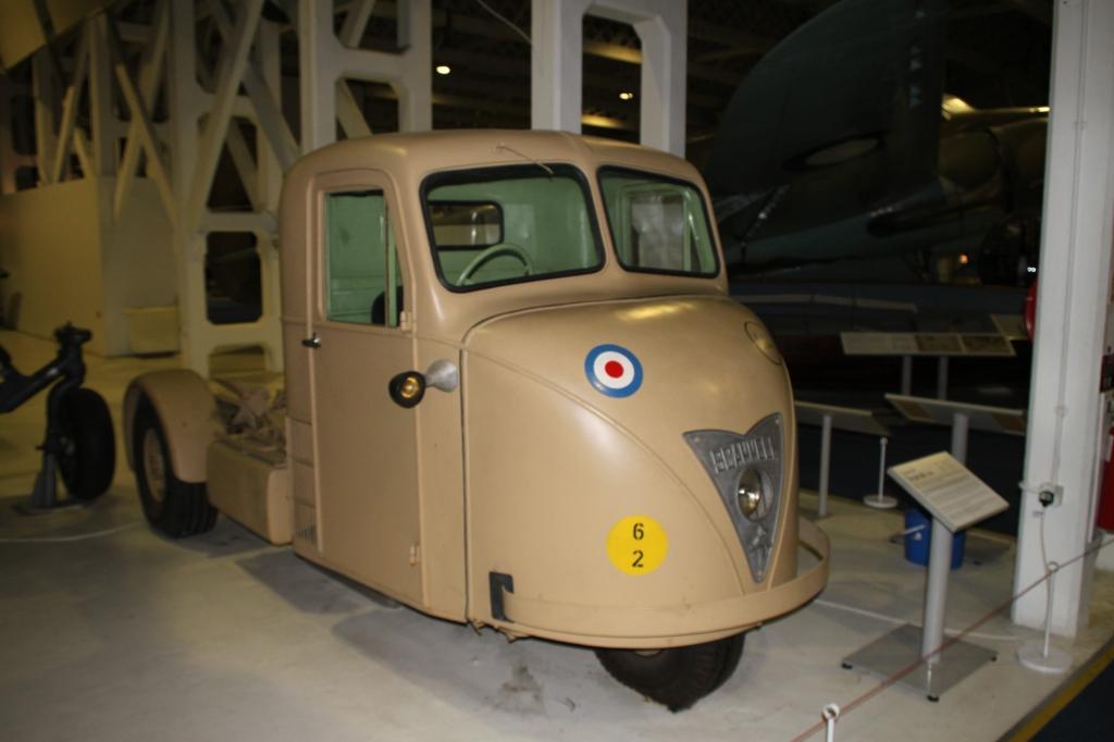 Den trehjulede mekaniske hest i RAF uniform