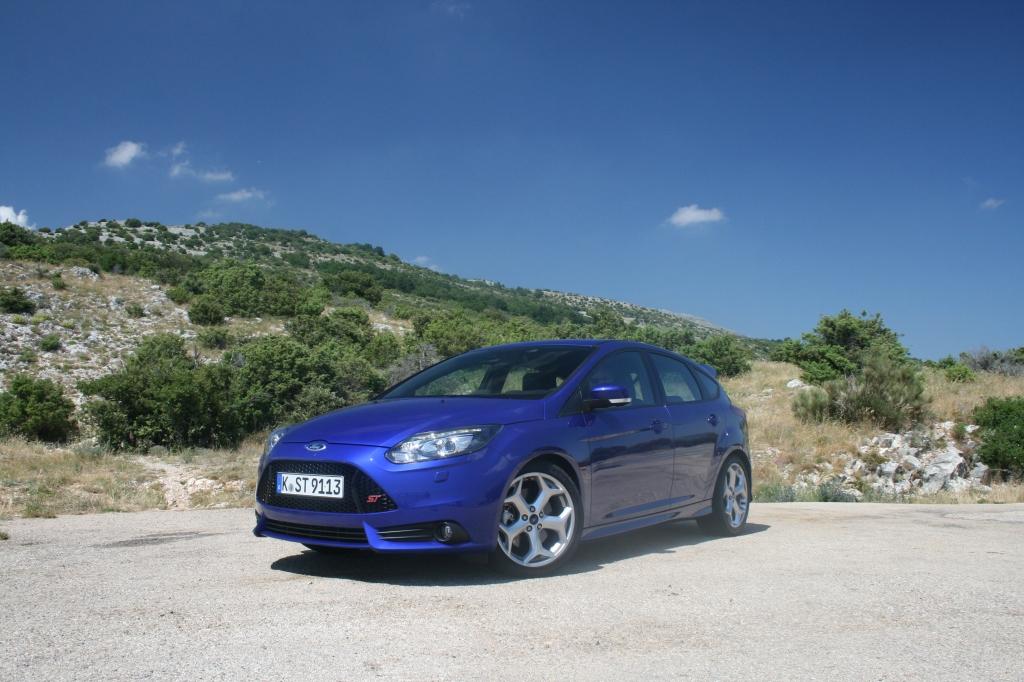 Ford Focus ST efter lidt seriøst sydfeansk bjergkørsel - ikke lang fra Col de la Bonette i Sydfrankrig FOTO: Henrik Dreboldt