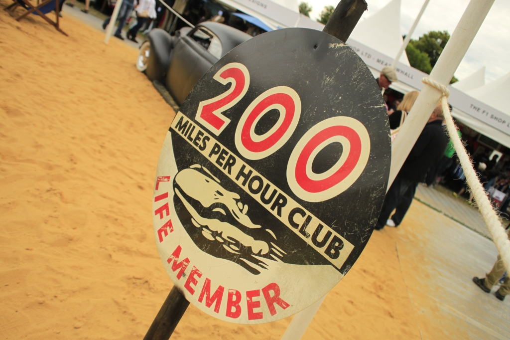 Ja tak - en klub jeg gerne ville være medlem af. Men har aldrig været over 302 km/t, og det er 22 km/t for lidt, til at runder 200 mph...