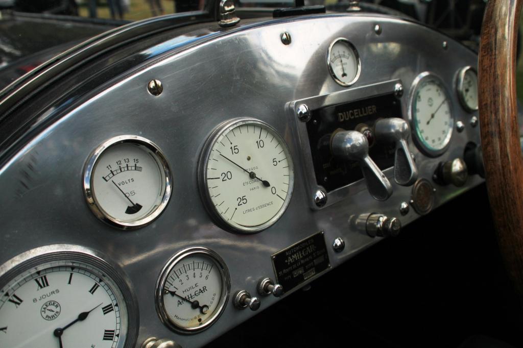 Jeg elsker detaljegraden på instrumenterne i gamle biler. Og materialerne.