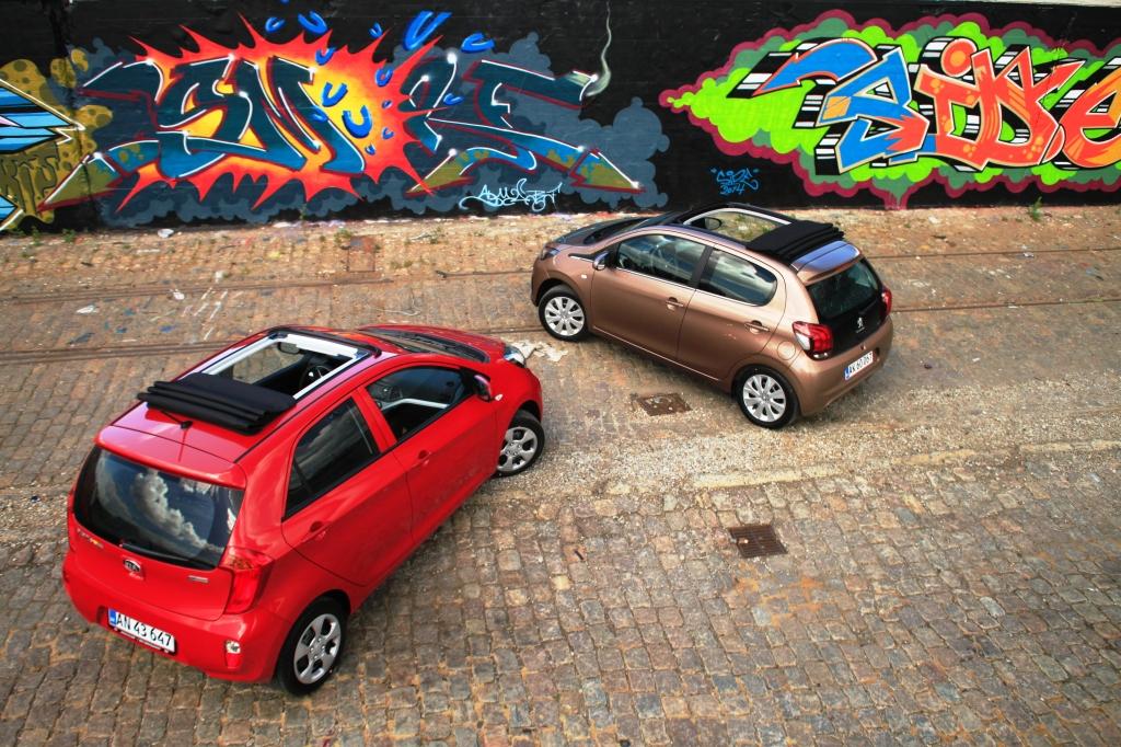 Peugeoten er visuelt mere besnærende, men det retfærdiggør ikke merprisen for den topløse oplevelse. Forklaringen skal dog delvist findes i afgifter, da Peugeotens tag er fabriksmonteret, mens Picantos er eftermonteret udstyr.