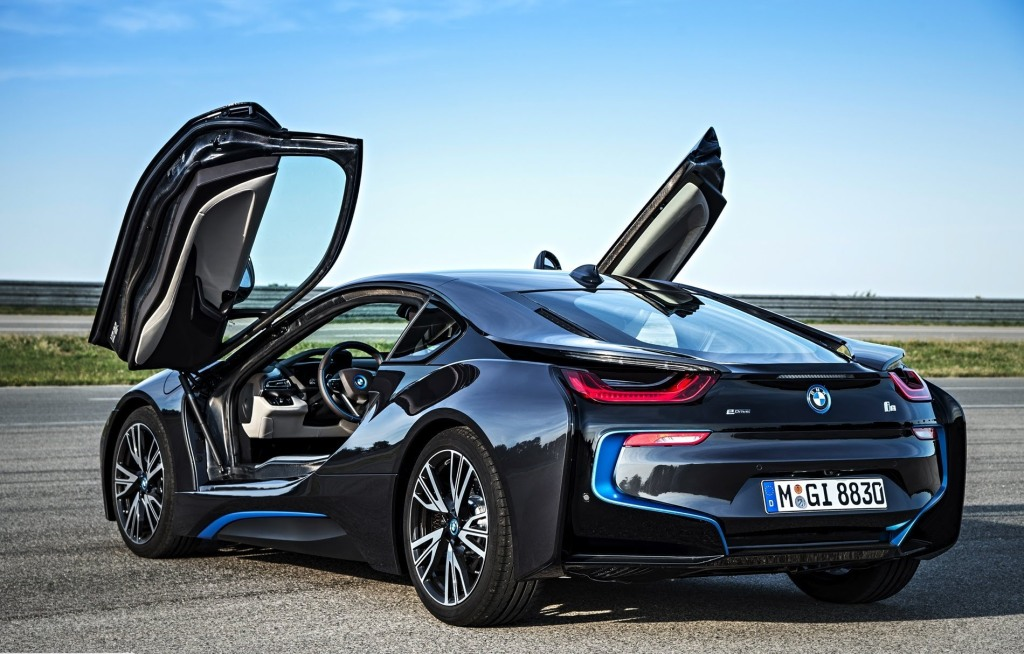 BMW i8 med saksedøre og tæt på 400 hk - samtidigt med, at den kan kører over 50 km/l...