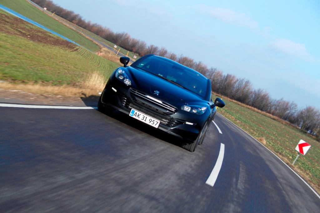 Med efternavnet R har Peugeot RCZ fået 270 hk, og det er hardcore og imponerende fra den 1,6 liters turbomotor.