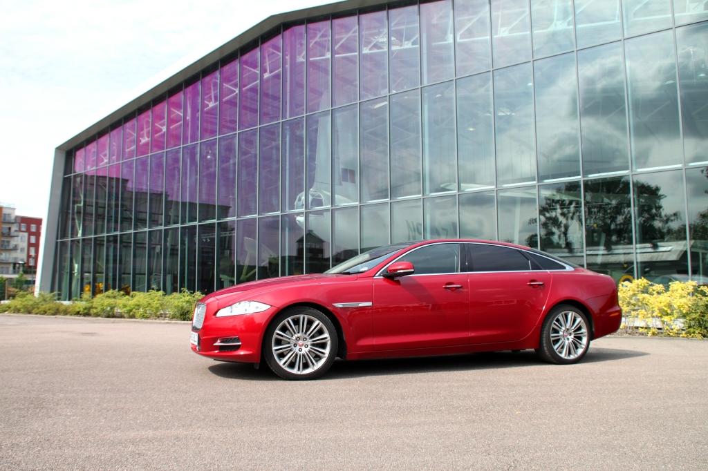 Sådan ser en Jaguar XJ ud i 2014 - her i den lange version jeg havde fornøjelsen af i England.
