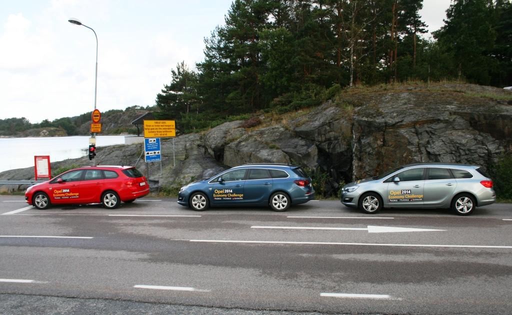 Det svenske, norske og danske hold - parkeret ved en svensk skærgårdsfærge. På det her tidspunkt førte svenskerne stadigvæk.