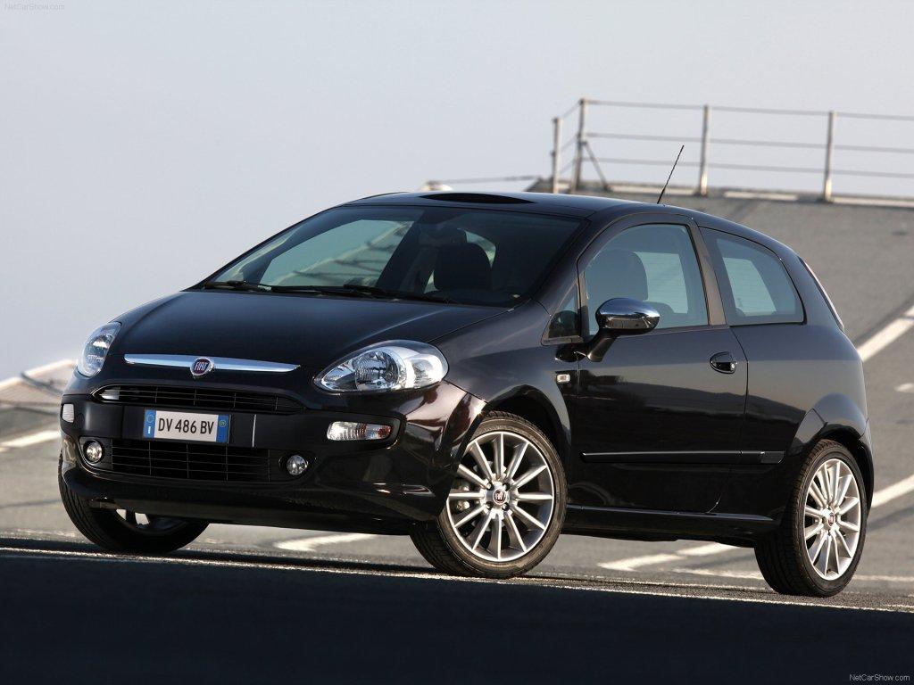 I 2010 så alt fremragende ud for Fiat, da de introducerede den faceliftede Fiat Punto her på dækket af et italiensk hangaskib, men så gik det fælt ned ad bakke