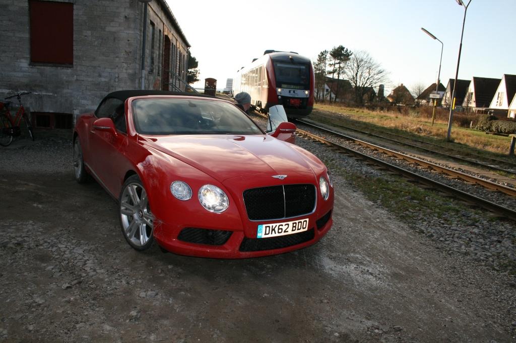 Pointen med hele historien er naturligvis, at det ALTID er hurtigere at tage sin Bentley end toget.