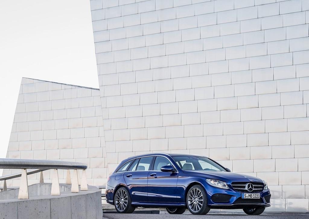 """Den har masser af """"jeg vil eje"""" - faktor. Priserne er fornuftige, men især Mercedes evne til at få beskatningsgrundlaget helt ned i kælderen, gør den nye C-Klasse stationcar interessant."""
