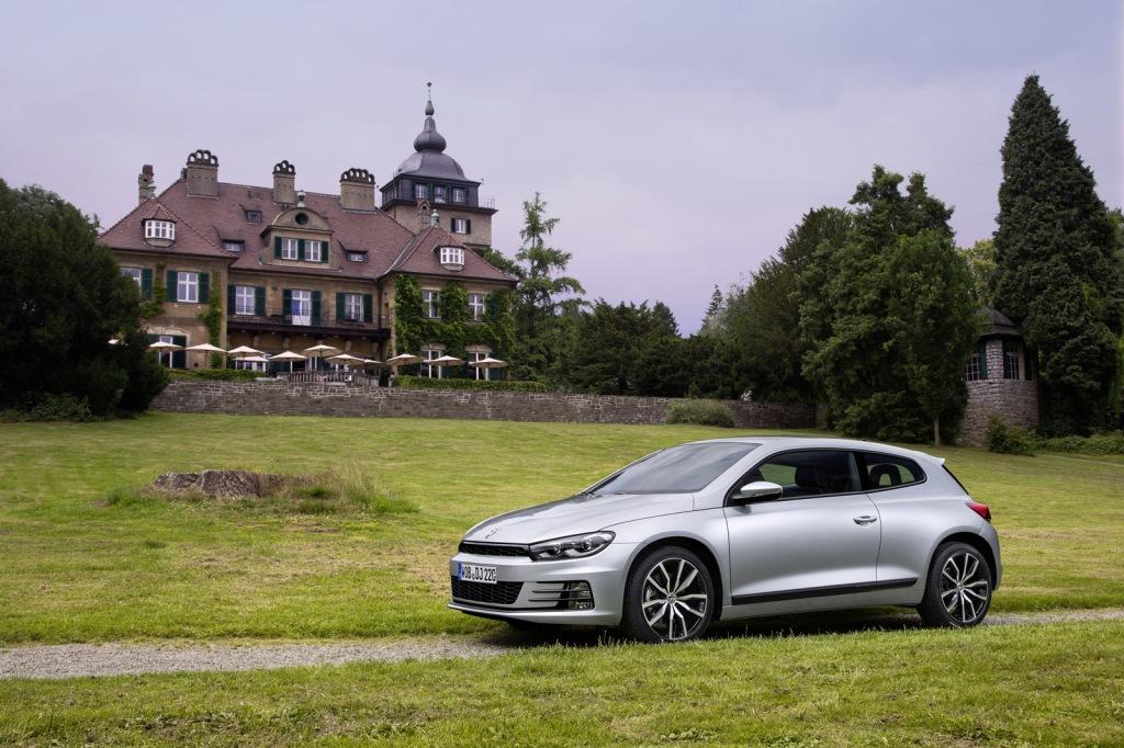 Den faceliftede Scirocco er visuelt opdateret til Volkswagens 2014-look, mens den teknisk har fået hele motorserien opgraderet.