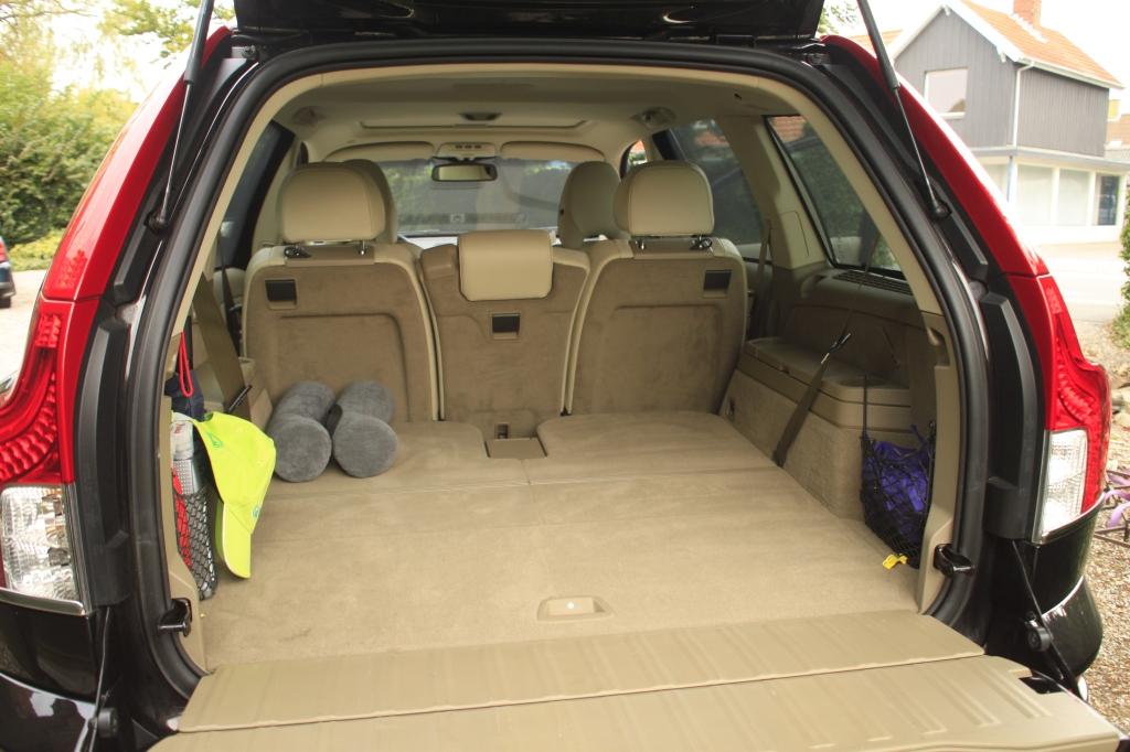 Der er nærmest grotesk god plads bagi en XC90 - også selvom de to bagerste sæder tages i brug, så bilen bliver syv-personers.