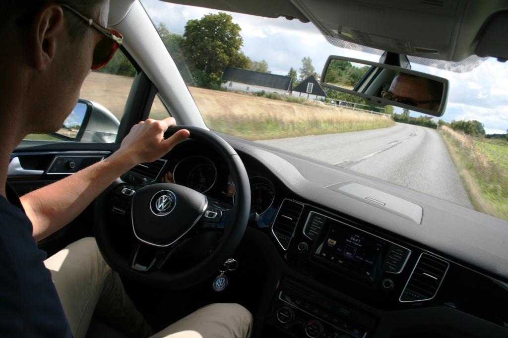 Køredynamisk er Sportsvan bedre end Touran men dårligere end variant - takket være sit højere tyngdepunkt. Men som familieflytter er den særdeles rimeligt disponeret rent køredynamisk.