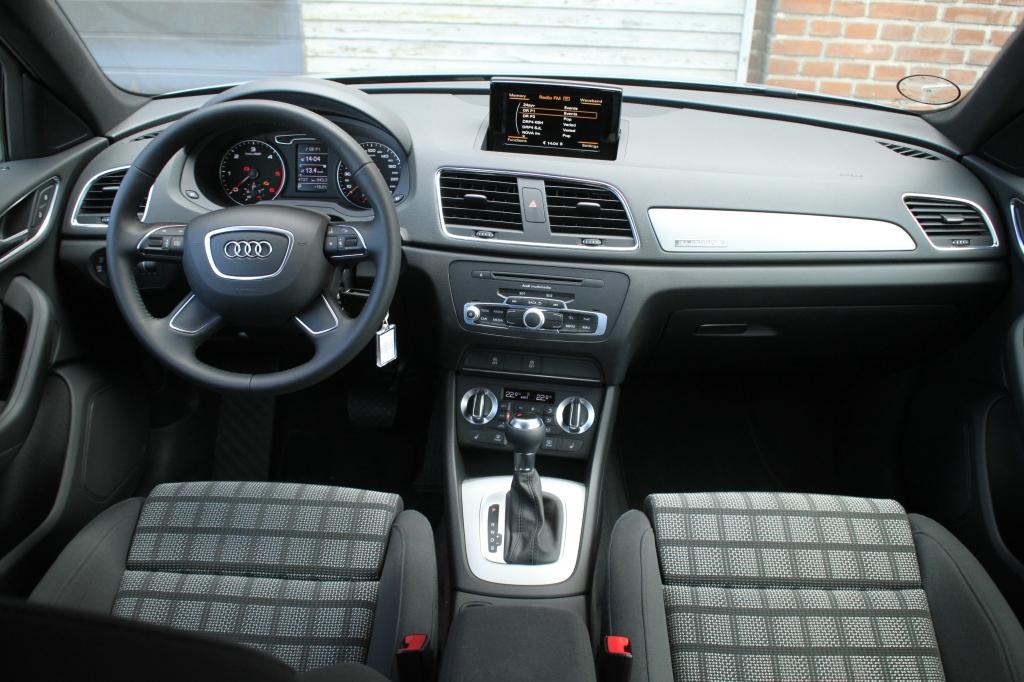 Stramt, tysk, lækkret men grænsende til det sterile. Velkommen ombord i Audi Q3.