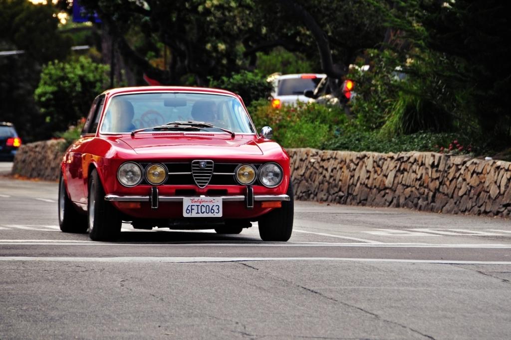 Sådan en GTV 1750 fra 1970 må være noget af det smukkeste Alfa Romeo nogensinde har produceret. Desværre koster den over 150.000 kr., så det er udenfor min liga i denne uges drømmegarage. Desværre. Men det er biler som denne, der har grundlagt Alfas ry som den passionerede bilnørds favoritmærke.
