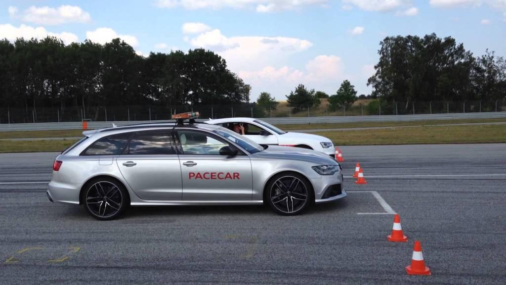 Her er det en af mine kollegaer, der bliver sat på plads af en RS6 Pacecar. Jeg var tæt på at slå den - med markant færre heste og en dieselmotor.