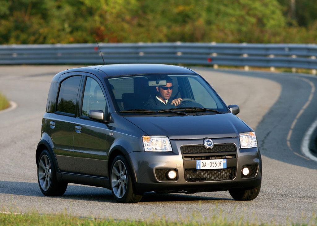 Fiat Panda 100 HP har med lidt brede skærmkasser og en ny frontspoiler ændret look fra familiecontainer til racermikro. MODELFOTO