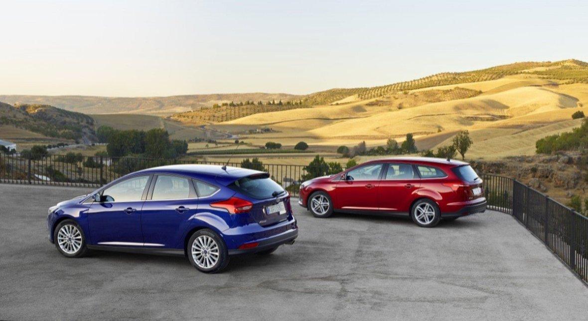 Hatchbacken er elegant og stationcarudgaven der i gennemsnit koster omkring 10.000 kr. ekstra er både elegant og funktionel.
