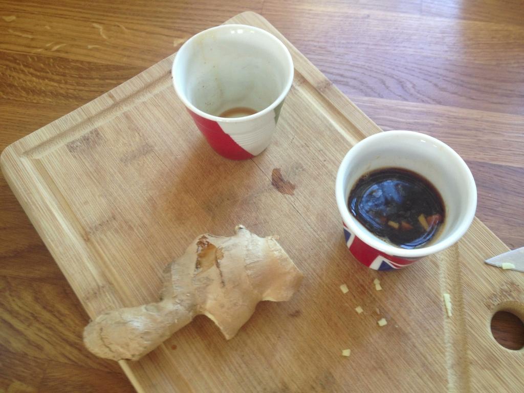 Jeg er begyndt at fifle med ingefærstykker i min weekendmorgenkaffe. Ved godt det lyder som helligbrøde, men har ingefær nogensinde gjort sig fortjent til en plads ved bordet, så er det altså i kaffen. Ifølge mine smagsløg.