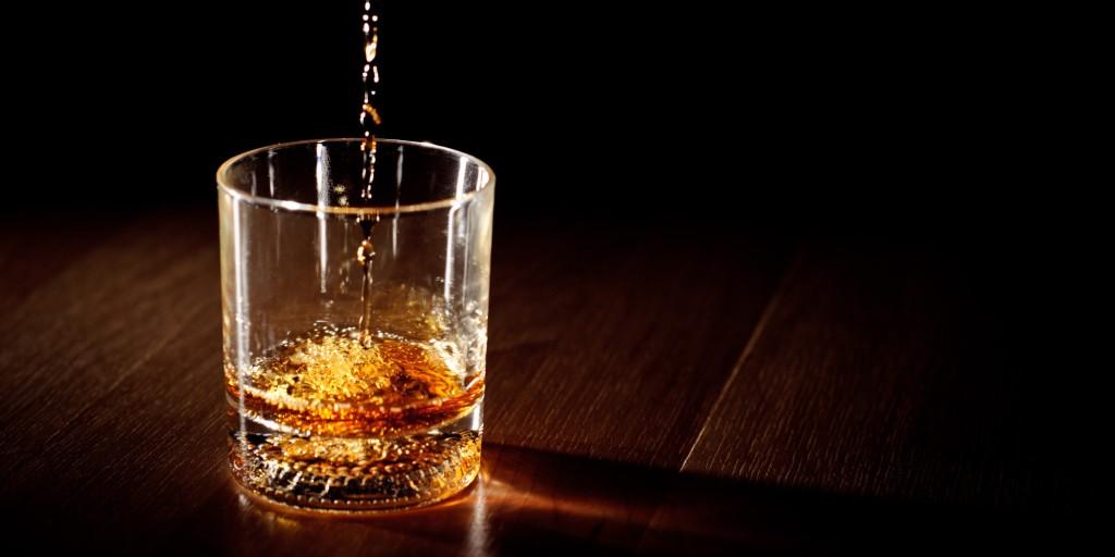 Et fladbundet glas og de gyldne dråber. Whats not to like...