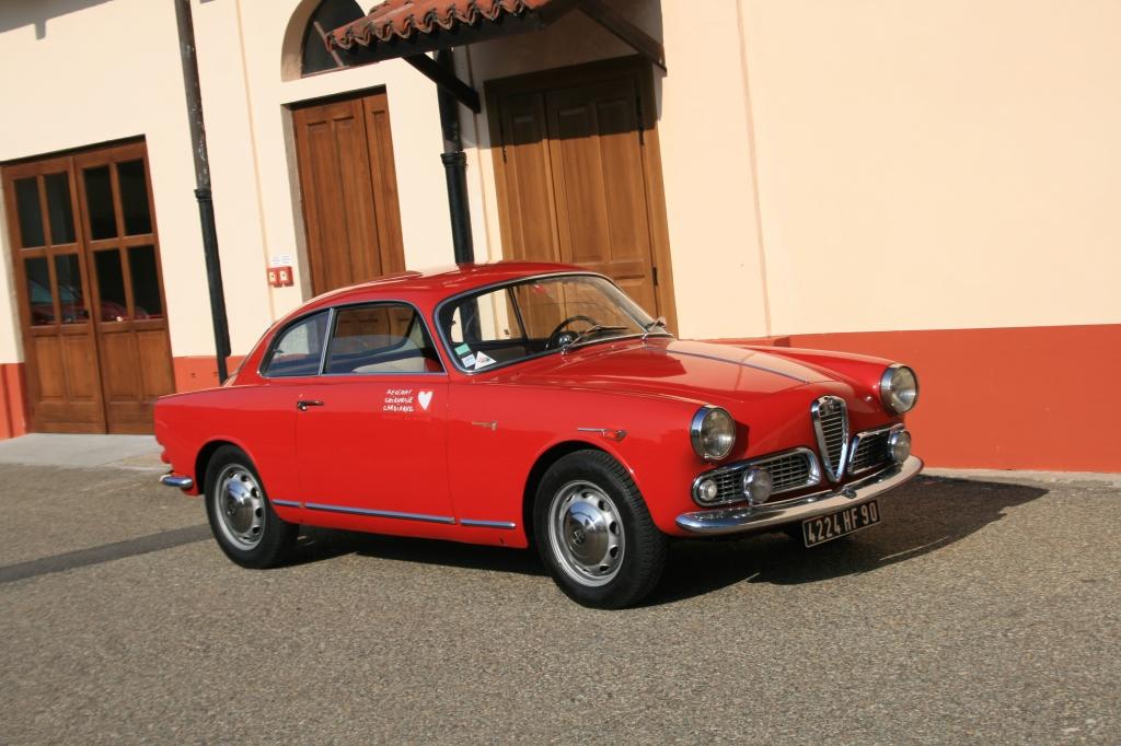 Skønhed på hjul. Den oprindelige Alfa Romeo Giulietta Spring fra 1954. Det er dens 60 års dag, jeg er i Italien for at fejre.