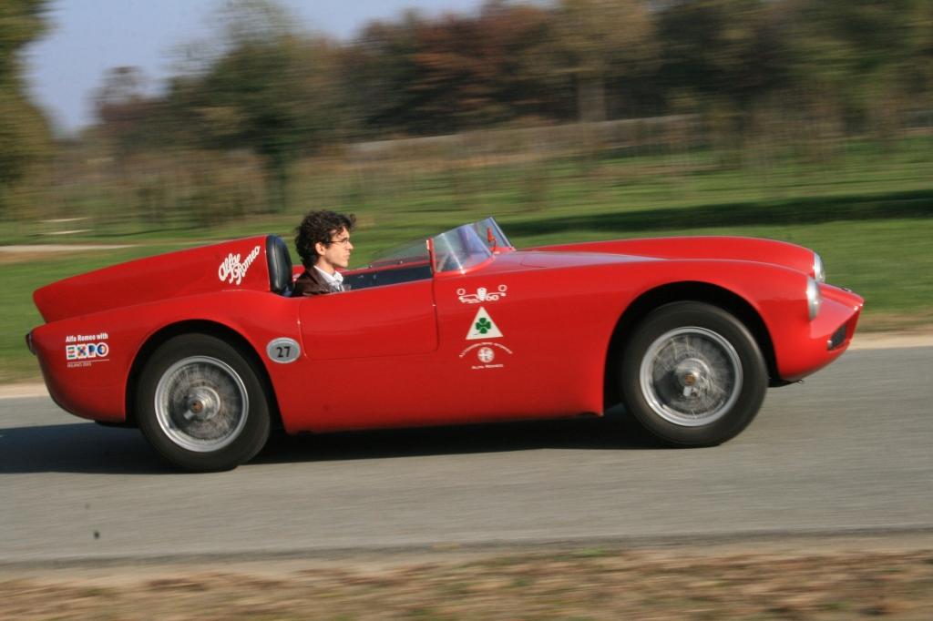 """Her er det en fransk journalist der er ude at køre i """"min"""" letvægtsracer - den lille 750 Competizione der bygger på Giulietta-DNA."""