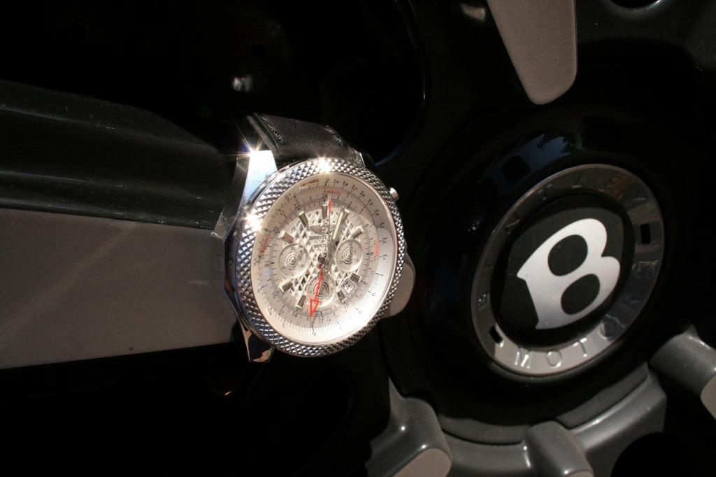 Bentley med Breitling på. Bilen står i plus 4 mio. kr. og uret i ca. 80.000 kr.