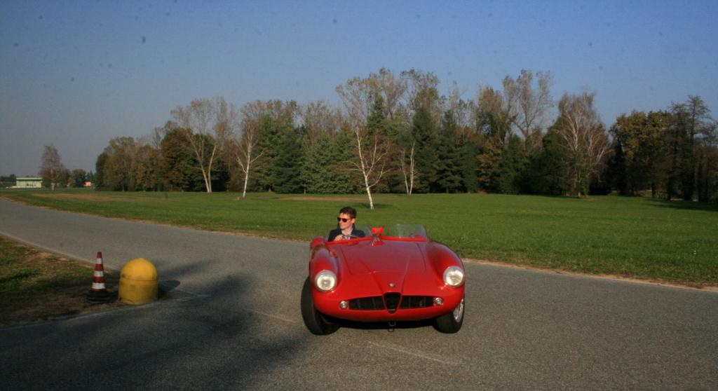 Der findes dage, hvor jobbet naturligvis er en kæmpe fornøjelse. Som når jeg får lov at køre en klassiker som denne Alfa 750 Comtetizione fra 1955 til over 7 mio. kr...