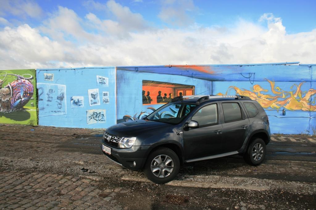 Den rumænske Dacia Duster er baseret på nyeste Renault-teknologi - pakket i en rustikt og rummeligt karosseri, der har masser af karakter og praktiske dyder. Til en pris der basker ALT andet i SUV-segmentet.