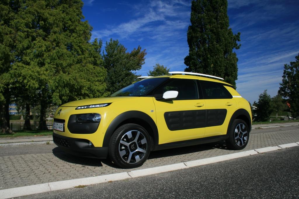 Fræk og fløjtende forførende. Den er simpel på den raffinerede Citroën-facon, og så leverer den læssevis af brugerglæde.