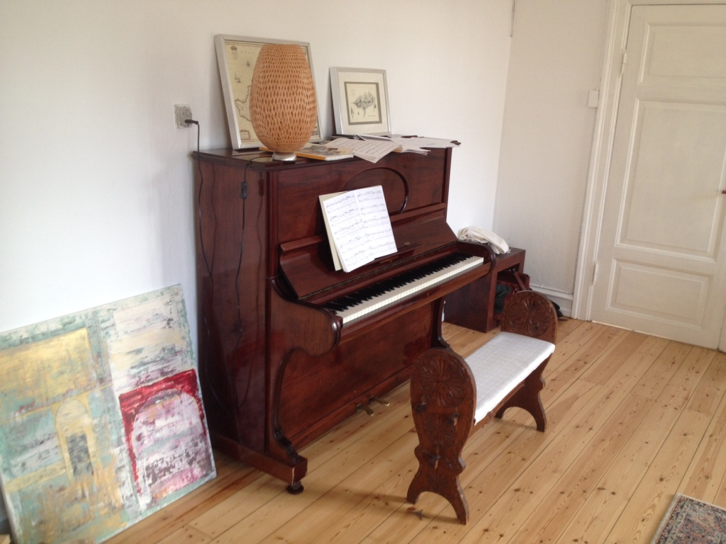 Når det kniber med insprationen, så hjælper det med ti minutter ved klaveret...