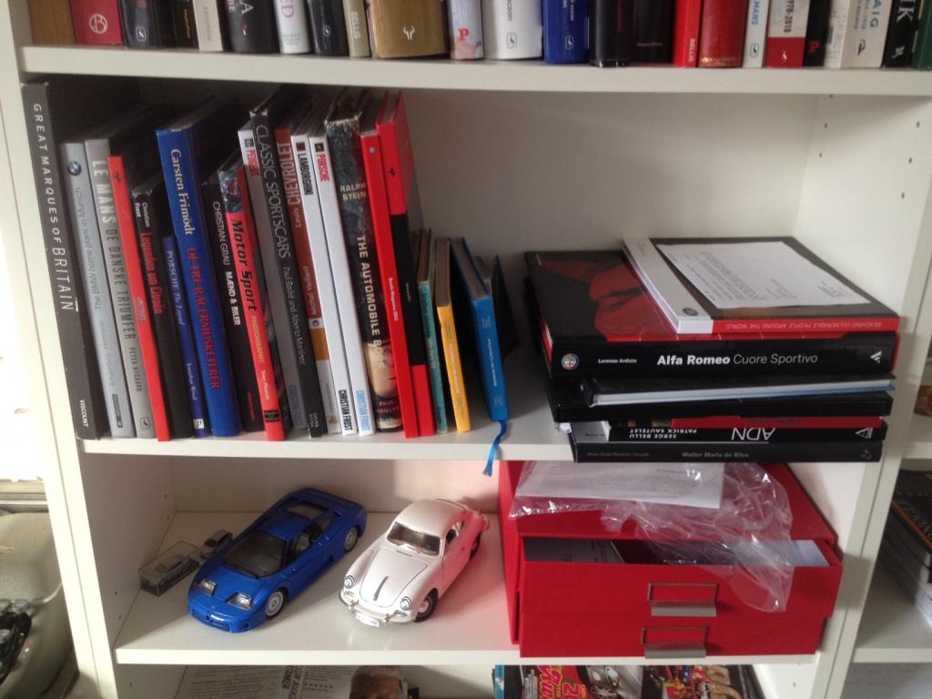 Og så sætter jeg naturligvis pris på biler - deraf de mange bøger om automobiler. Og modelbilerne.