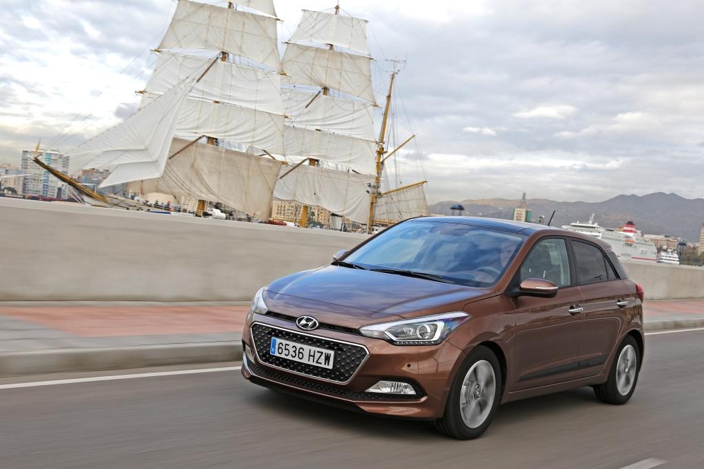 Den er elegant og stor den nye Hyundai i20, men motorprogrammet skriger på en lille turbomotor. Men bare rolig, den er på vej.