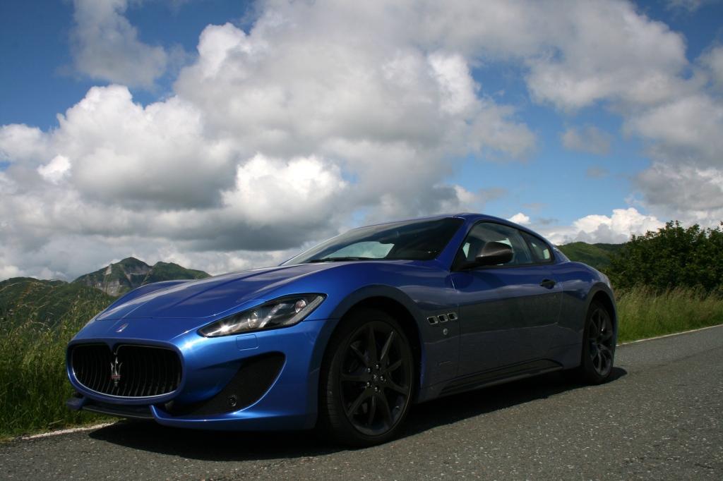 Maseratis seneste aftapning af GT konceptet er denne GranTurismo - den er ikke ny længere, men ser stadigvæk gudesmuk ud.