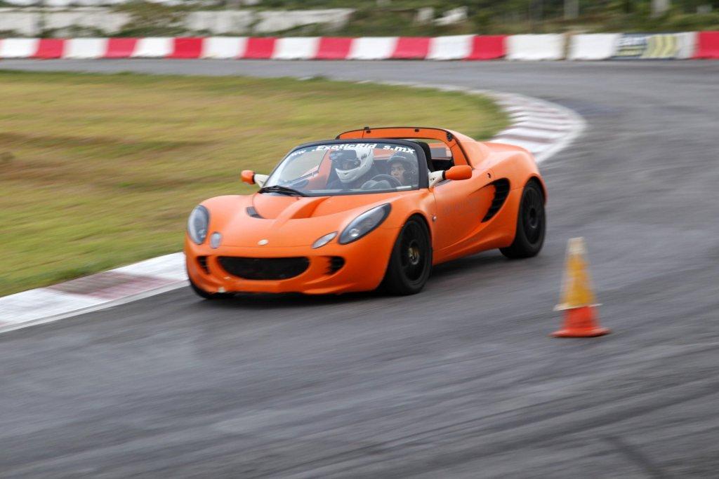 Lotus Elise er noget af det sjoveste der findes på fire hjul. En hel dags leg i vognen koster 5.000 kr. på Padborg Park. (Modelfoto)