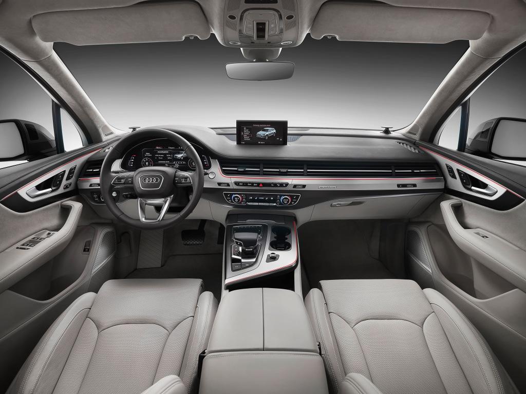 Klassisk Audi-elegant cockpit, og nu mere flere elektriske løjer end nogensinde før!