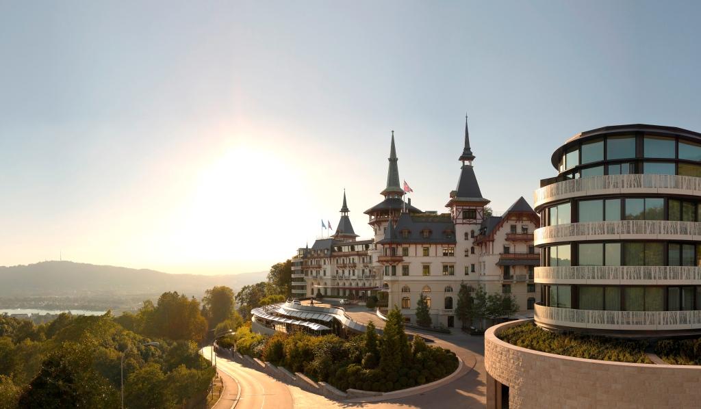 Dolder Grand Hotel er tæt på at være mit europæiske favorithotel. Det er en hyldest til den schweiziske hotelskoletradition, og et eksempel til efterfølgelse for alle hoteller, der vil leverer en klassisk fem-stjernet oplevelse.