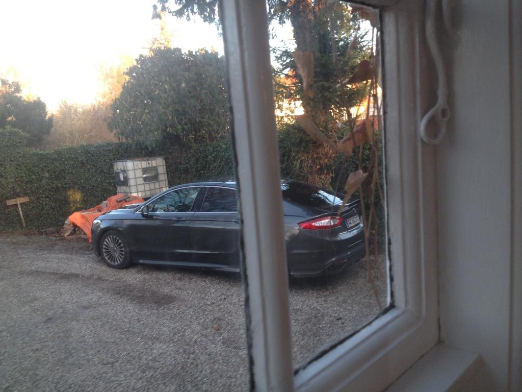 #Udenforvinduet - den ser faktisk hamrende godt ud den nye Mondeo. Lav, lang og med en snert af Aston Martin Rapide over sig.