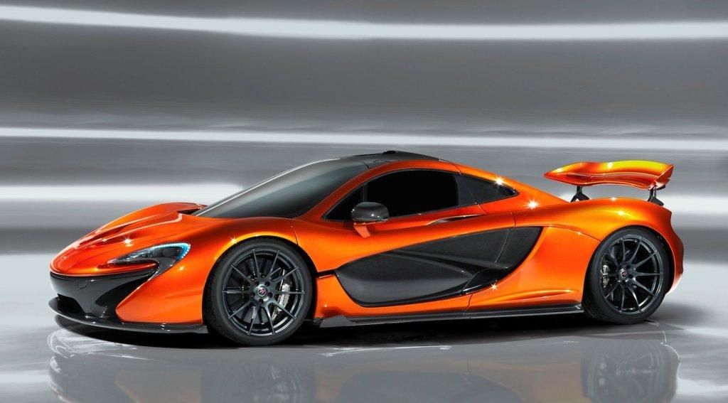 Den første af trekløveret der ramte asfalten, var McLaren P1. Det er også den mest komplicerede og udfordrende at køre - ifølge Top Gear.