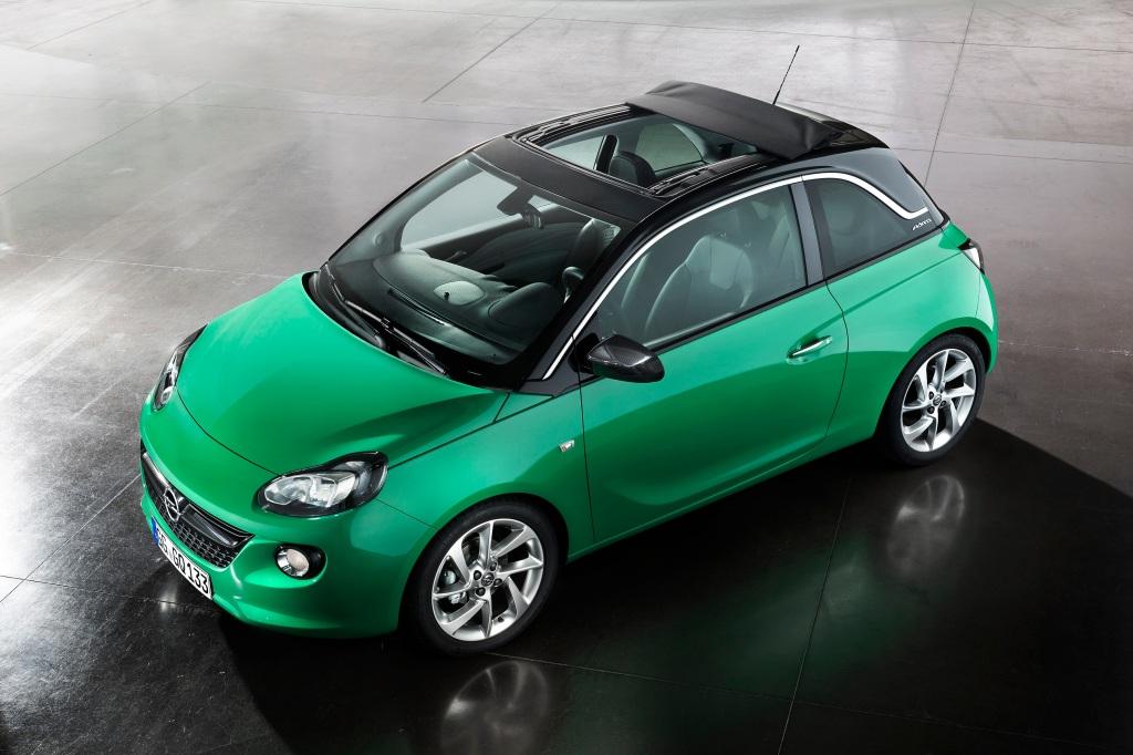 Sådan ser den ud. En topløs frø - eller bare en grøn Opel Adam med kanvastag. Den er sgu sød ikke. Hvad siger du Poul? Jo Fritz, den er sgu sød...