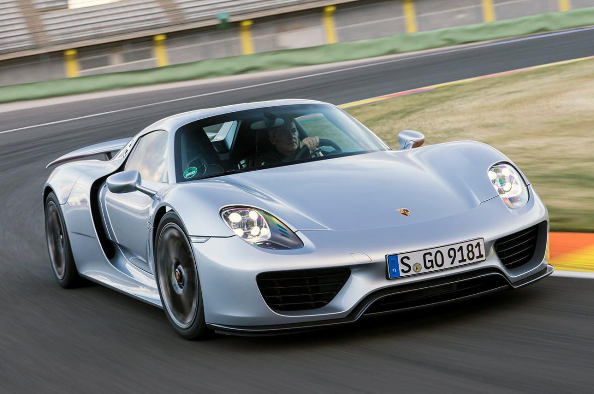 Porsche 918 er den teknisk mest avancerede af de tre, og den der er mest gennemført hybridbil. Den kan køre længst på ren el, og dens firehjulstrækssystem gør den til den hurtigste i sprintdisciplinen 0-100 km/t - det er klaret på 2,5 sekunder.