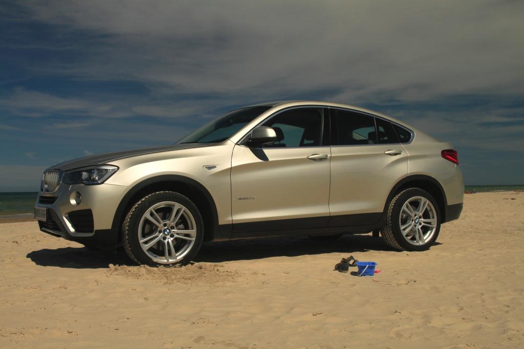Den ser godt ud på en vestjydsk strand. Men BMW X4 giver fundamentalt set ingen mening, hvis du spørger mig... Ikke desto mindre er der en X2 på vej, og den er god nok.