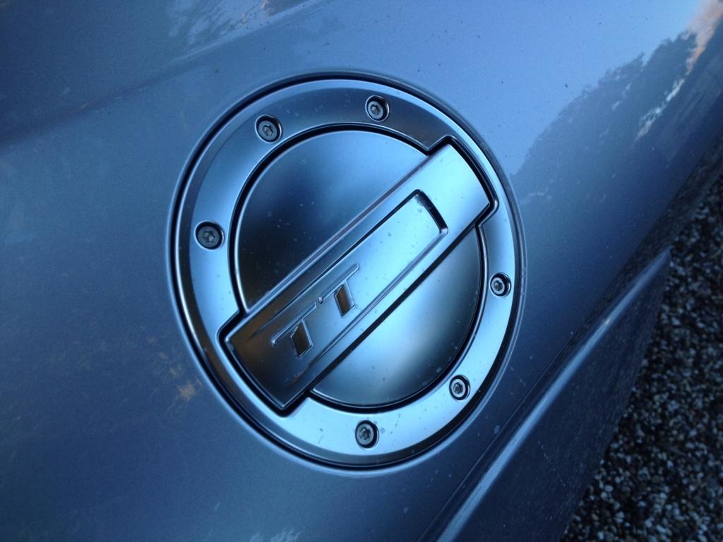 Audi TT er oversået med elegante visuelle detaljer, som f.eks. dette racerinspirerede benzindæksel.