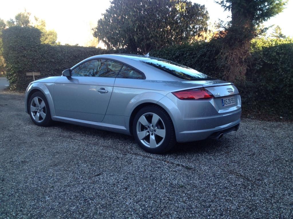 Tredje generation af Audi TT bevare den kompakte grundform, men stregerne er skarpere og mere kantede.