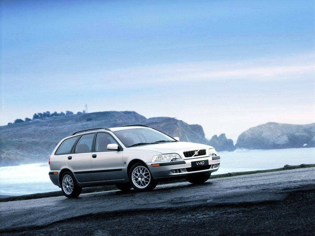 V40 er ikke lige så raffineret og luksuriøs som V70, men den er billigere og stadigvæk en Volvo. Den er det fornuftige og lidt kedelige valg af mine tre muligheder. (MODELFOTO)
